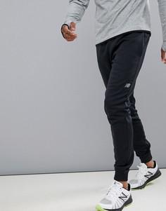 New Balance Running fleece tapered jogger in black - Черный