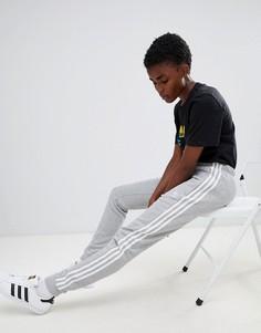 Серые спортивные штаны с тремя полосами и манжетами Adidas Originals - Серый