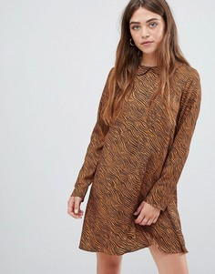 Чайное платье с маленьким круглым воротником и зебровым принтом Glamorous - Коричневый
