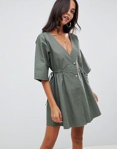 Свободное платье мини на пуговицах с V-образным вырезом на груди и спине ASOS DESIGN - Зеленый