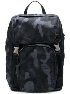 камуфляжный рюкзак Prada