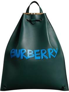 рюкзак на шнурке с принтом граффити Burberry