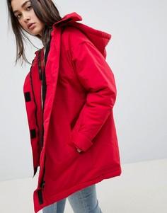 Анорак с подкладкой из искуcственного меха ASOS DESIGN - Красный