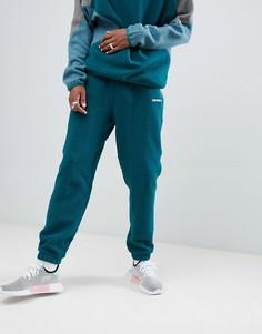 Зеленые флисовые джоггеры adidas Originals EQT DH5188 - Зеленый