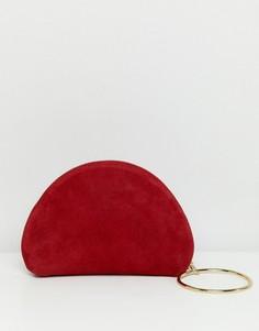 Замшевый клатч с кольцом на запястье ASOS DESIGN - Красный