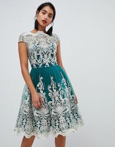 Изумрудное платье миди для выпускного с кружевом металлик Chi Chi London Premium - Зеленый