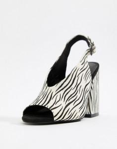 Кожаные босоножки премиум качества на каблуке с принтом зебра ASOS DESIGN Heights - Мульти