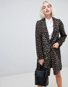 Приталенное пальто с леопардовым принтом New Look - Коричневый