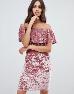 Бархатное облегающее платье с открытыми плечами и оборкой Girls on Film - Розовый