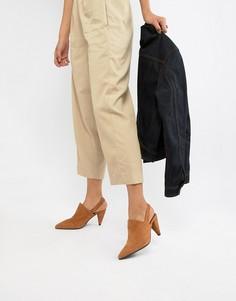 Замшевые остроносые туфли на каблуке с открытой пяткой Selected Femme - Рыжий