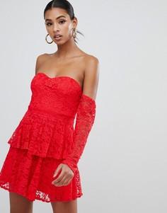 5b06a07d3a7 Кружевное платье с оборками и широким вырезом In The Style - Красный