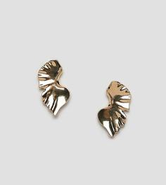 Крупные золотистые серьги-гвоздики абстрактной формы DesignB London - Золотой