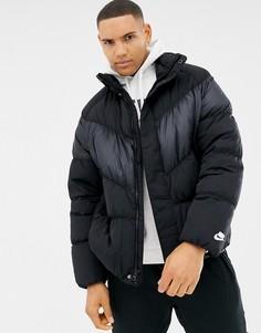 Черная пуховая куртка с шевронной вставкой Nike 928893-010 - Черный