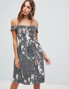 Платье миди с цветочным принтом и открытыми плечами Dolly & Delicious - Мульти