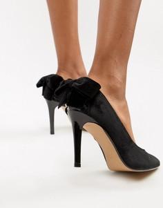 Туфли на каблуке с острым носком и бантами Head Over Heels - Черный