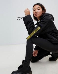 Укороченный анорак с карманами и отделкой фирменной лентой Cheap Monday - Черный