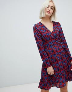 Платье с запахом и цветочным принтом Blend She - Темно-синий
