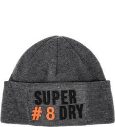 Серая трикотажная шапка с нашивками Superdry