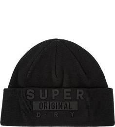 Черная трикотажная шапка с нашивками Superdry