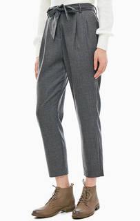 Укороченные серые брюки зауженного кроя Selected