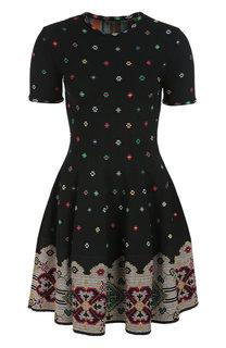 Приталенное мини-платье с круглым вырезом и контрастной вышивкой Alexander McQueen
