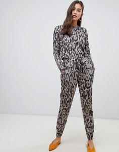 Джоггеры от комплекта с леопардовым принтом New Look - Серый