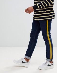 Темные зауженные джинсы с велюровыми полосками горчичного цвета по бокам ASOS DESIGN - Синий