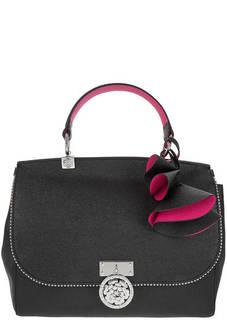 Кожаная сумка черного цвета с откидным клапаном Guess