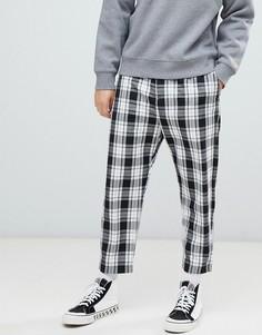 Черные свободные брюки в клетку с эластичным поясом Bershka - Черный