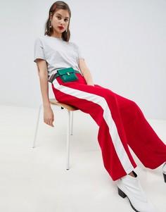 Красные спортивные штаны с широкими штанинами и контрастными полосками ASOS DESIGN - Красный