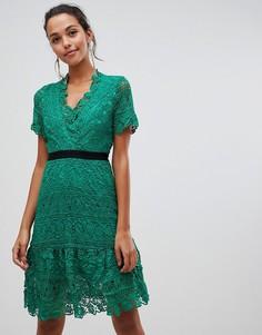 Кружевное платье с контрастным поясом Liquorish - Зеленый