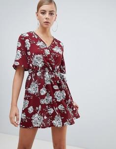 Красное короткое приталенное платье с цветочным принтом Missguided - Красный