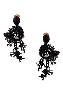 Черные клипсы с цветами и листьями Oscar de la Renta