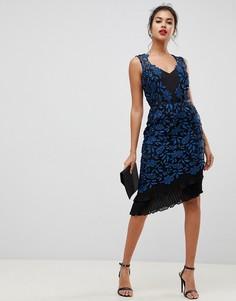 Кружевное облегающее платье с оборкой и принтом Lipsy - Мульти