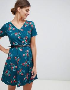 Платье с цветочным принтом и поясом с заклепками Yumi - Зеленый