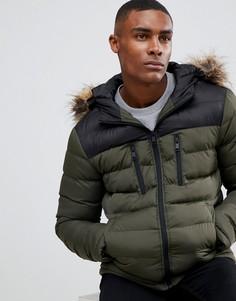 Дутая куртка цвета хаки в стиле колор блок с искусственным мехом на капюшоне boohooMAN - Зеленый