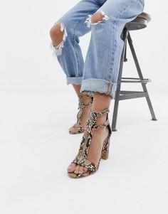 Босоножки на блочном каблуке со змеиным принтом и молнией Simmi London - Бежевый