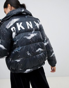 Дутая куртка с принтом и логотипом DKNY - Черный