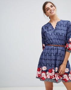 Платье с поясом, рукавами 3/4 и принтом Yumi - Темно-синий