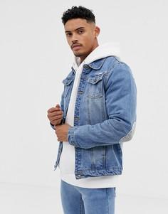 Синяя джинсовая куртка с принтом и накладками на локтях Liquor N Poker - Синий