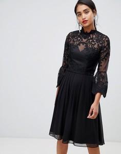 Черное короткое приталенное платье из кружева Chi Chi London - Черный