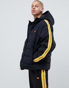 Черная дутая куртка с полосами на рукавах ellesse Spinello - Черный