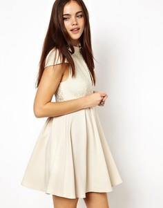 Короткое приталенное платье с вырезом капелькой Ginger Fizz - Кремовый