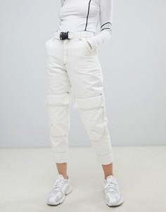 Белые суженные книзу джинсы в стиле милитари с контрастной строчкой ASOS DESIGN - Белый