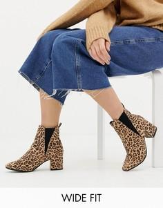 Ботинки челси на блочном каблуке для широкой стопы с леопардовым принтом New Look - Светло-бежевый