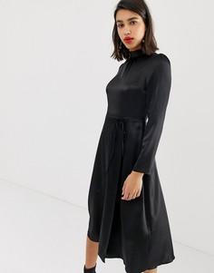 Черное атласное платье миди с завязкой на талии River Island - Черный