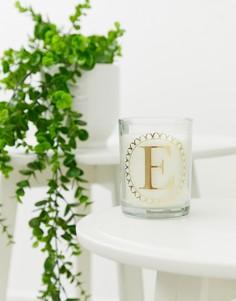 Свеча с принтом буквы E и ароматом клементина и зеленого чая Candlelight - Белый