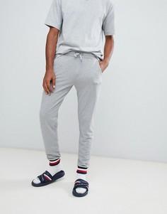 Серые спортивные штаны с контрастной отделкой фирменным кантом Tommy Hilfiger - Серый