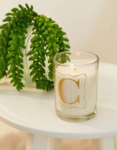 Свеча с ароматом просекко и принтом буквы C Candlelight - Белый