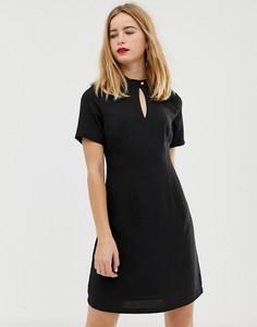 Короткое приталенное платье с высоким воротом на застежке Selected Femme - Черный
